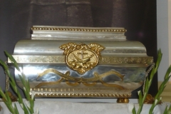 Relikwie w trumience przywiezione z Nowego Miasta